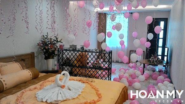 Trang trí phòng cưới bằng bóng bay