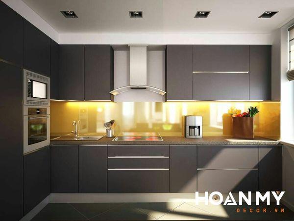 Tủ bếp sử dụng chất liệu Acrylic màu xám bóng gương - Mẫu 1