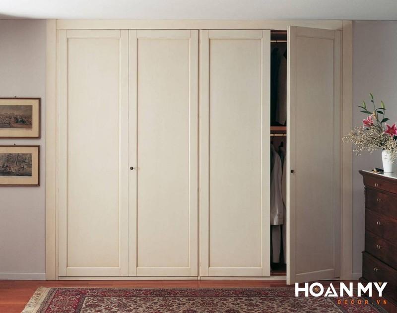 Mẫu tủ quần áo âm tường phong cách Tân Cổ Điển với hoa văn họa tiết nhẹ nhàng trang nhã